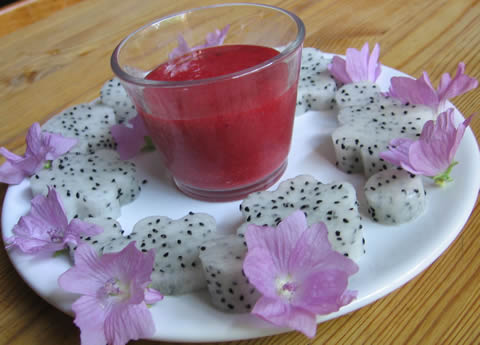 fairy breakfast ... pitahaya, mallow blossoms, strawberry sauce
